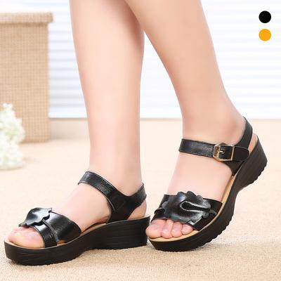 夏季中老年妈妈鞋女凉鞋大码坡跟厚底妈妈凉鞋中年真皮软底老人鞋