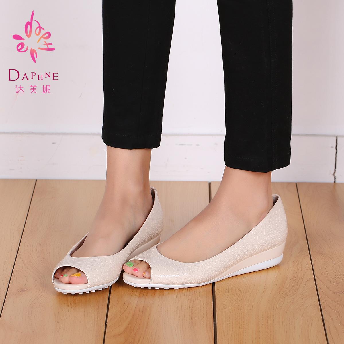 香港达芙妮14年春新款女鞋1014102186漆皮鳄鱼纹休闲鱼嘴单鞋