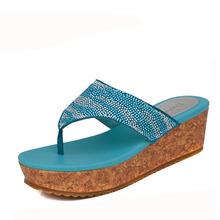 1014303011 舒适坡跟水钻夹脚女凉拖鞋 达芙妮专柜正品 Daphne