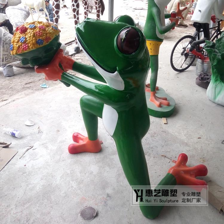 玻璃钢彩绘青蛙王子树脂卡通青蛙牛蛙户外仿真动物雕塑摆件kt-20图片