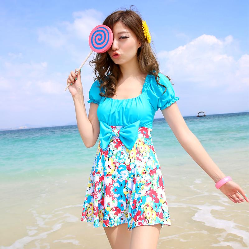热销温泉泳衣女式韩版大小胸加厚胸垫聚拢小花蝴蝶结短袖裙式连体