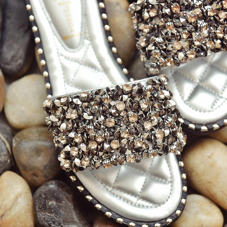 水钻铆钉夏季平底旅游防滑拖鞋凉拖一字女室外坡跟
