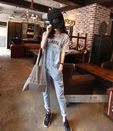 韩国定制··· 显瘦浅色宽松九分牛仔背带裤女