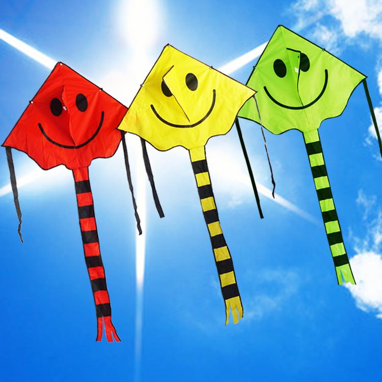 潍坊风筝批发 儿童微笑天使情侣风筝 红黄笑脸带风筝线 风筝包邮