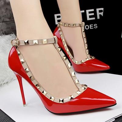[新品优惠价] 欧美风时尚女凉鞋超高跟鞋细跟夜店性感铆钉T字扣带漆皮尖头单鞋