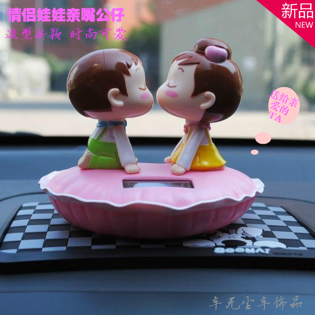 太阳能亲嘴摇头公仔 新款KISS BABY情侣娃娃仔 汽车内饰摆件正品