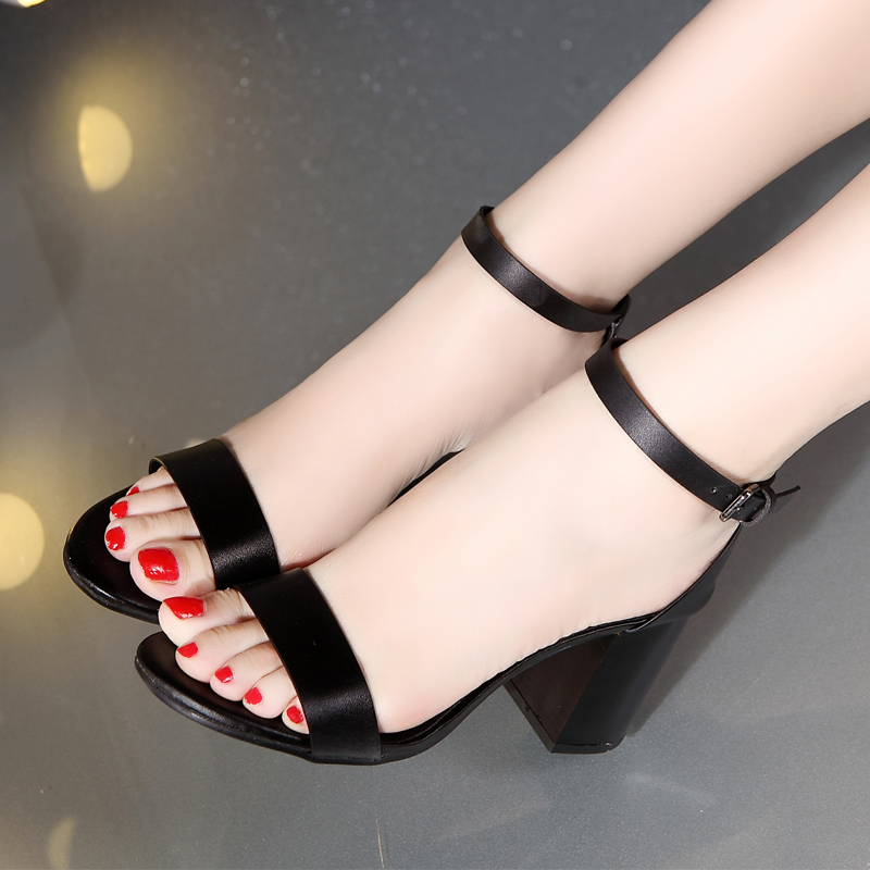 15夏季新款黑色粗跟一字带扣简约女士凉鞋 欧洲站高跟鞋露趾女鞋