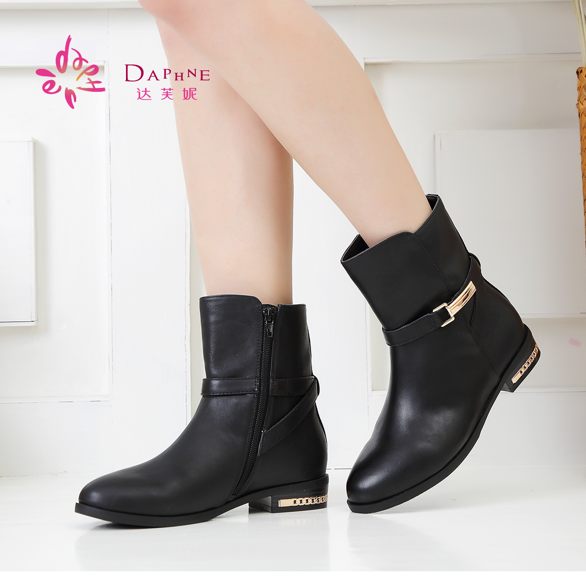 Daphne/达芙妮秋冬女靴 通勤简约低跟圆头皮带扣短靴1014605177