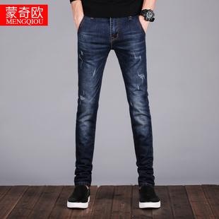 男青年直筒休闲牛仔裤