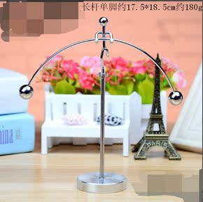 铁艺工艺品创意礼物学生礼品金属小人单脚平衡球摇摆桌面摆件包邮
