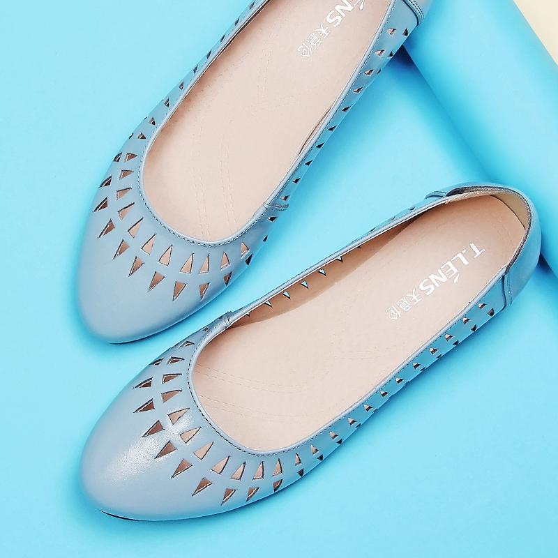 女鞋洞洞妈妈中老年天意平底凉鞋单鞋夏季镂空真皮