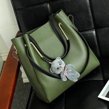包包2017新款大容量百搭女包水桶包潮韩版简约手提斜挎单肩子母包