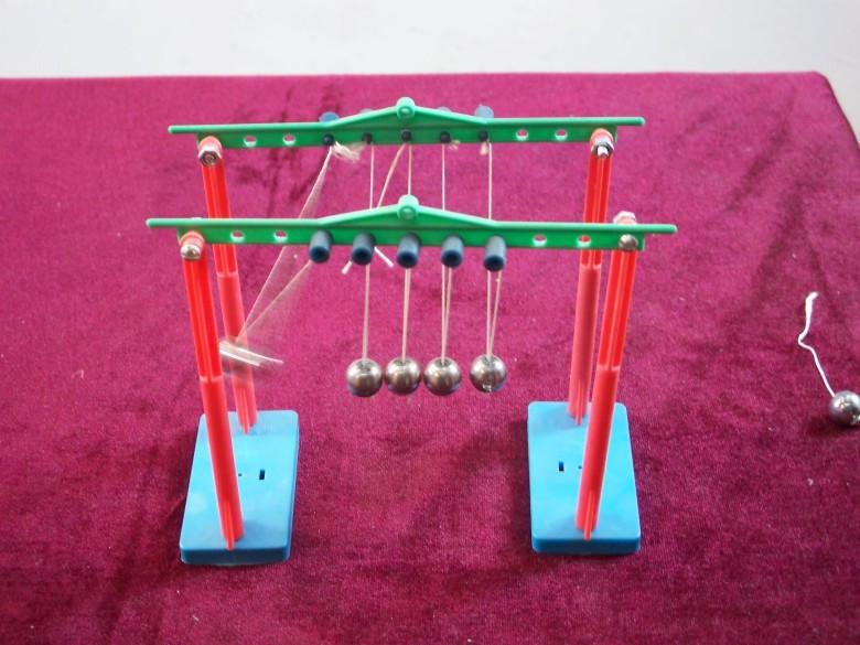 小学科学实验教具科技小制作科普培训实验器材能量守恒/牛顿摆